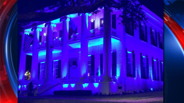 The Gov's Mansion will be lit in blue for fallen Dallas officers. It will be lit for 5 nights, 1 for each officer. https://t.co/qMnCAx5nd4