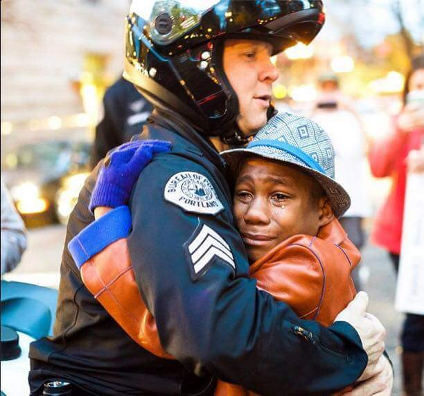 Peace #Prayer #LoveWins. #BlackLivesAreEqualToYours. #NoMoreKilling. #FreeHugs.   Goodnight. https://t.co/6XEmPgHlVm
