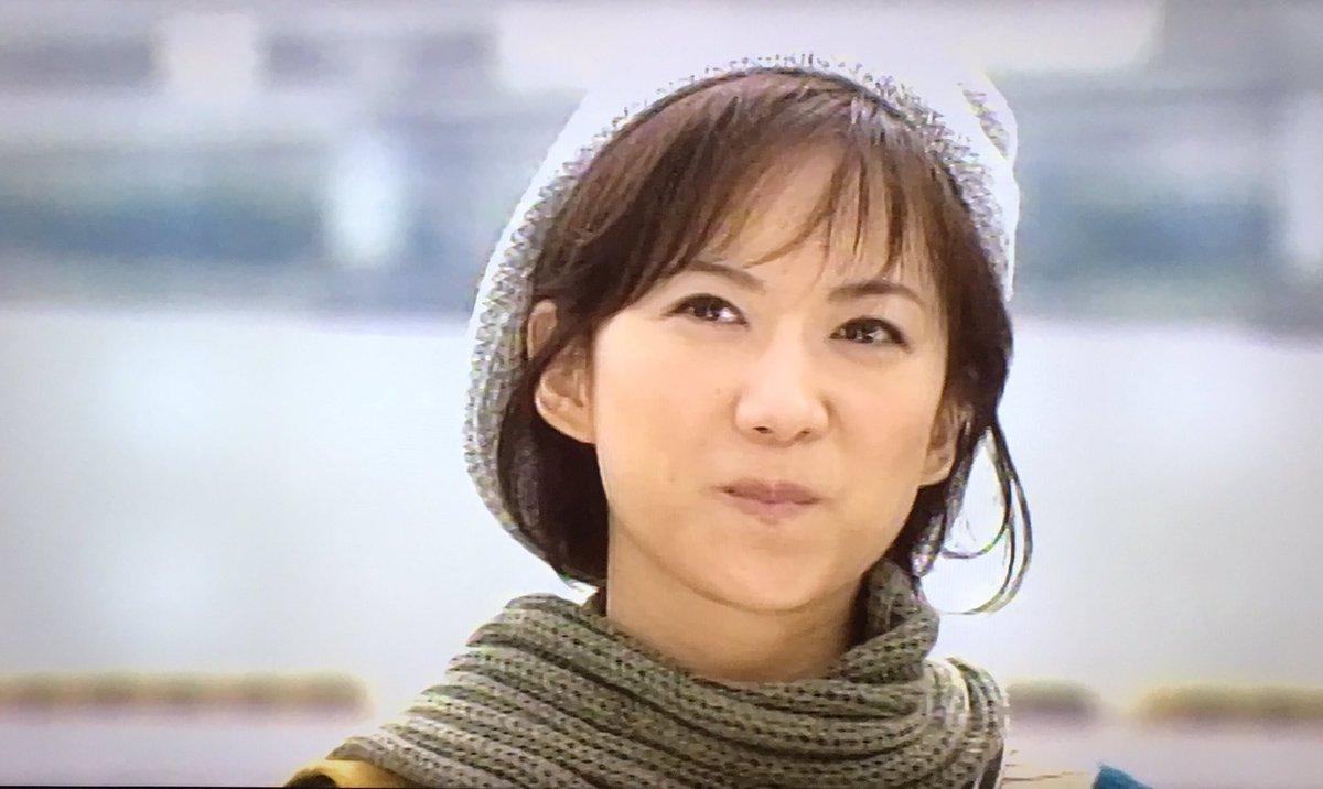 帽子をかぶる和久井映美