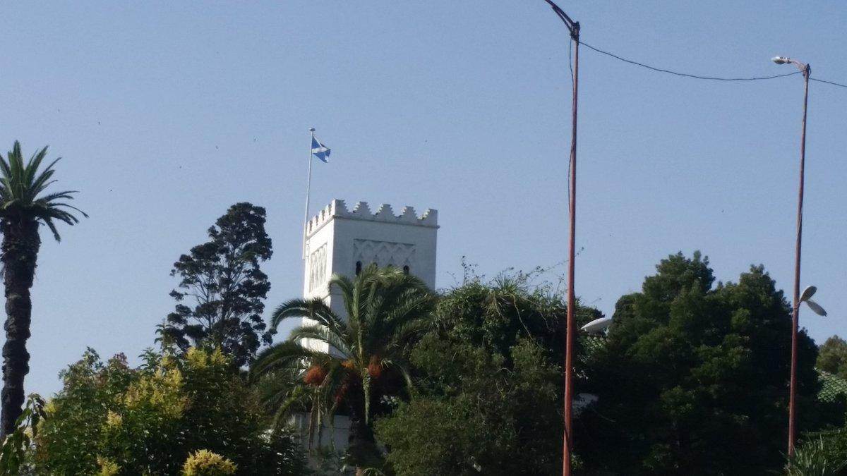 L'église anglicane de Souk dbara a changé le drapeau anglais pour celui de l'Écosse... #Brexit #Tanger https://t.co/QuQ0h1CRhd