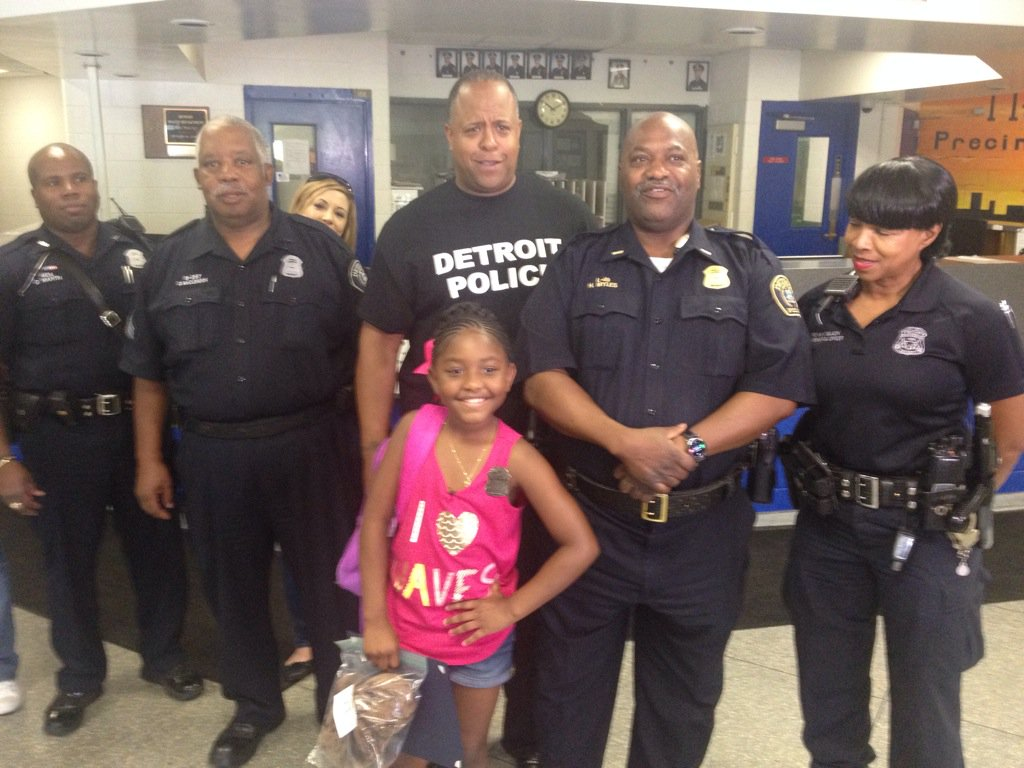 Birthday Girl Buys Local Cops Lunch After Seeing Dallas Shooting On TV