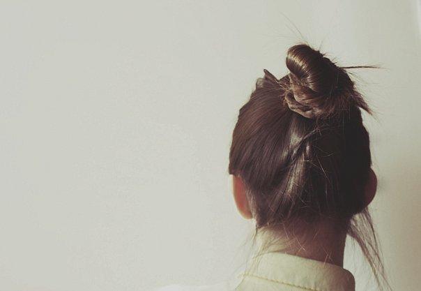 Картинки девочка с пучком на голове