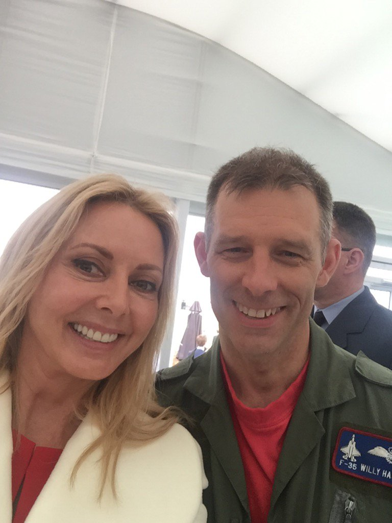 Hey @DarrenLewington... Meet your pilot for tomorrow..#specialflight Willy Hackett x https://t.co/pi7qQ4PcRK