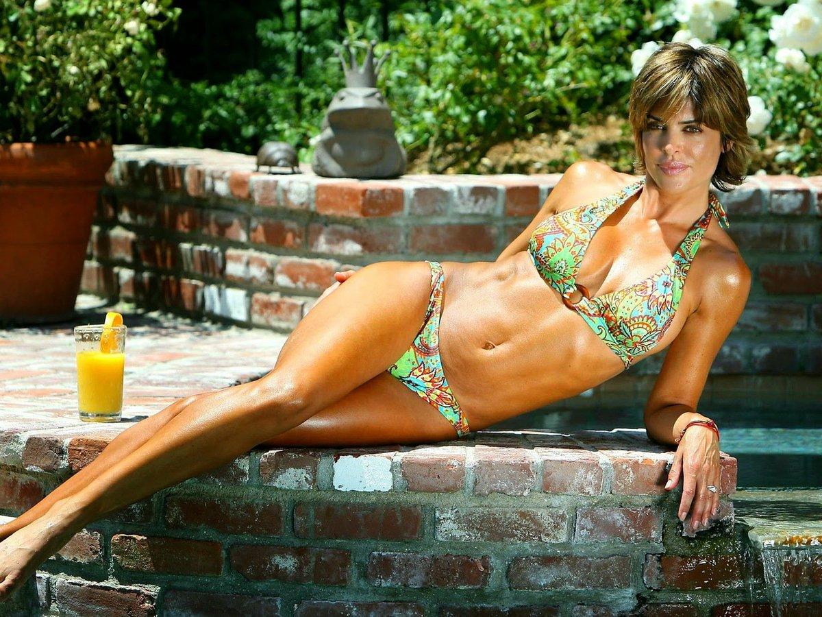 Lisa rinna in bikini