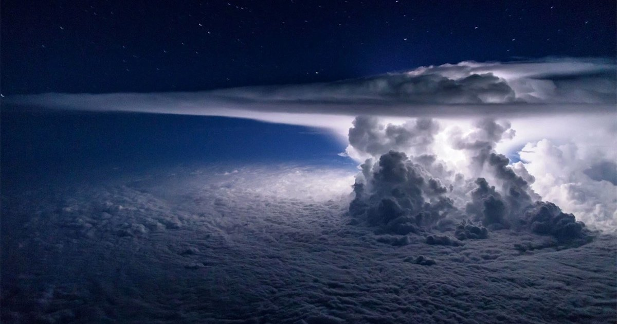 Pilot Captures Incredible Thunderstorm Photo from 37,000 Feet https://t.co/z3U7fw5n2Q https://t.co/VBjbxEegjJ