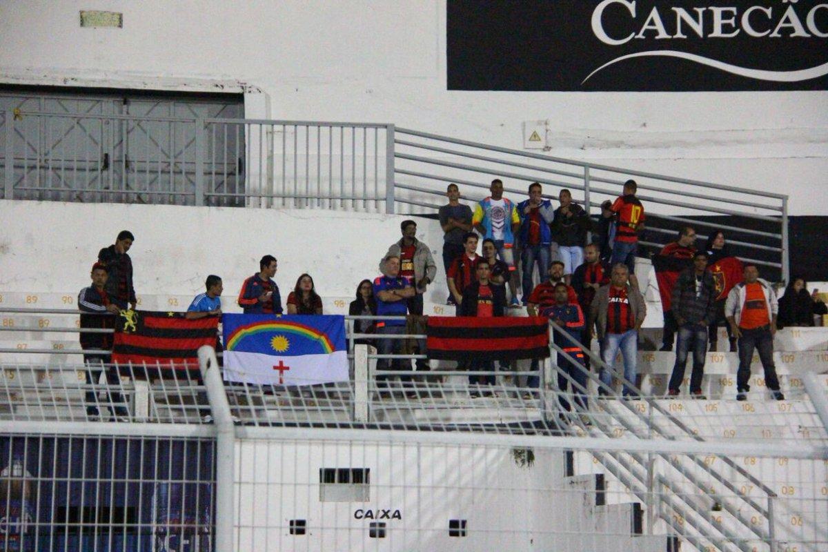 Torcida rubro-negra marca presença em Campinas! #SportxPonte #Campinas  Foto: Williams Aguiar/Sport Club do Recife