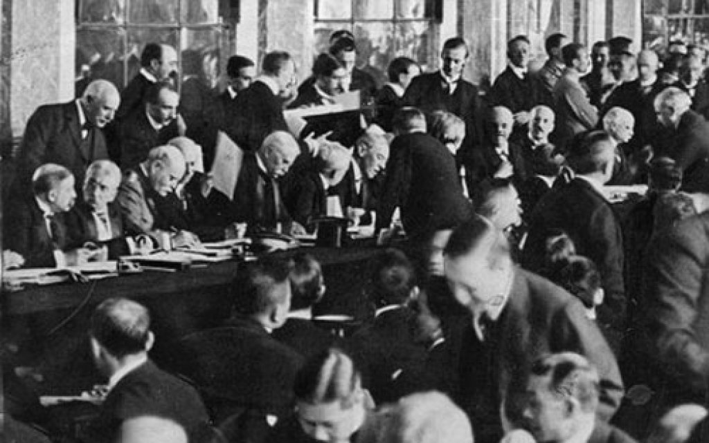 an analysis of the fall of 1922 and the versailles treaty for germany