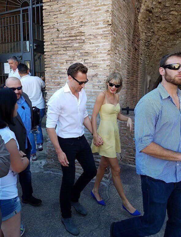 taylor swift et tom hiddleston en amoureux rome le week end romantique qui fait r ver. Black Bedroom Furniture Sets. Home Design Ideas