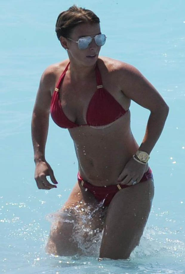 ead89fe420a3e0 coleenroo shows underboob is the new sideboob in beach bombshell expose
