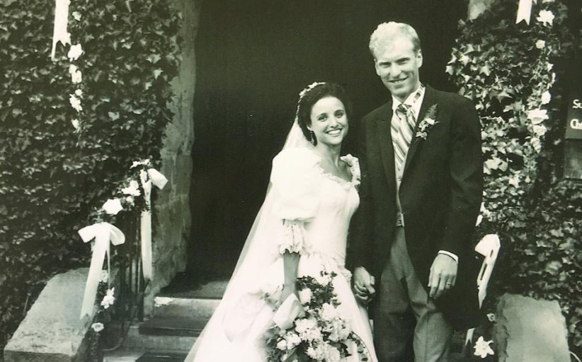 Barstool Sports On Twitter Julia Louis Dreyfus S Wedding Anniversary Photo Is Proof She An Alien Who Doesn T Age Https Co Dajbnoznec