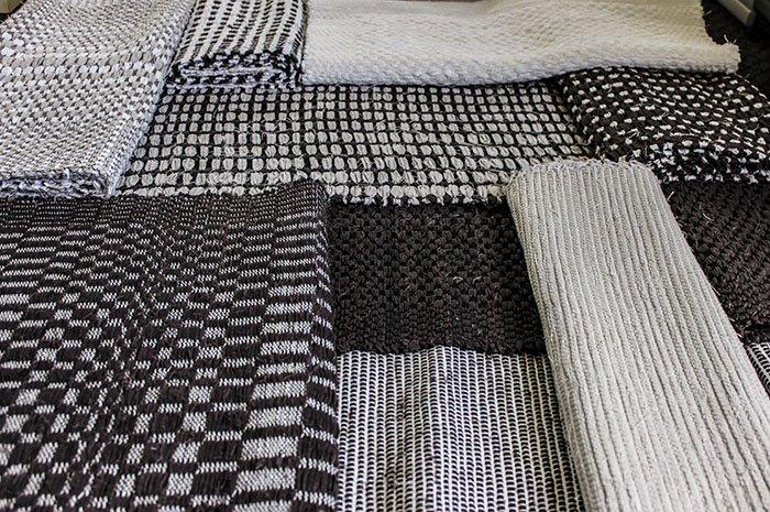 """Tekstilmākslinieču radošā satikšanās Liepājas muzejā izstādē """"Cita studija"""""""