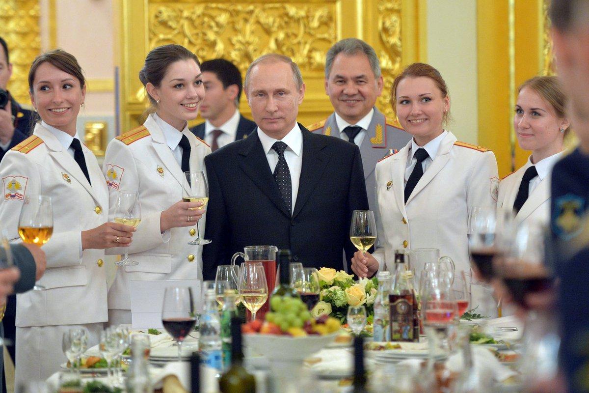 Традиция, которую не даст забыть президент РФ: поздравление лучших выпускников военных ВУЗов