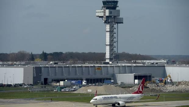 @24HorasTVN INTERNACIONAL: #Turquía Reportan explosiones y tiroteo en aeropuerto Estambul → https://t.co/HjnAA1GiTa