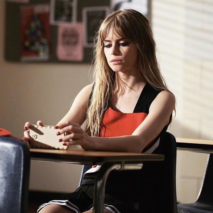 Carlson Young - Brooke Maddox - Página 2 CmDiDoYWIAAgFyr