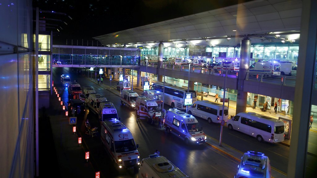 Istanbul airport attacker fired Kalashnikov and blew himself up - Turkish justice minister  https://t.co/AixxEOuTGh