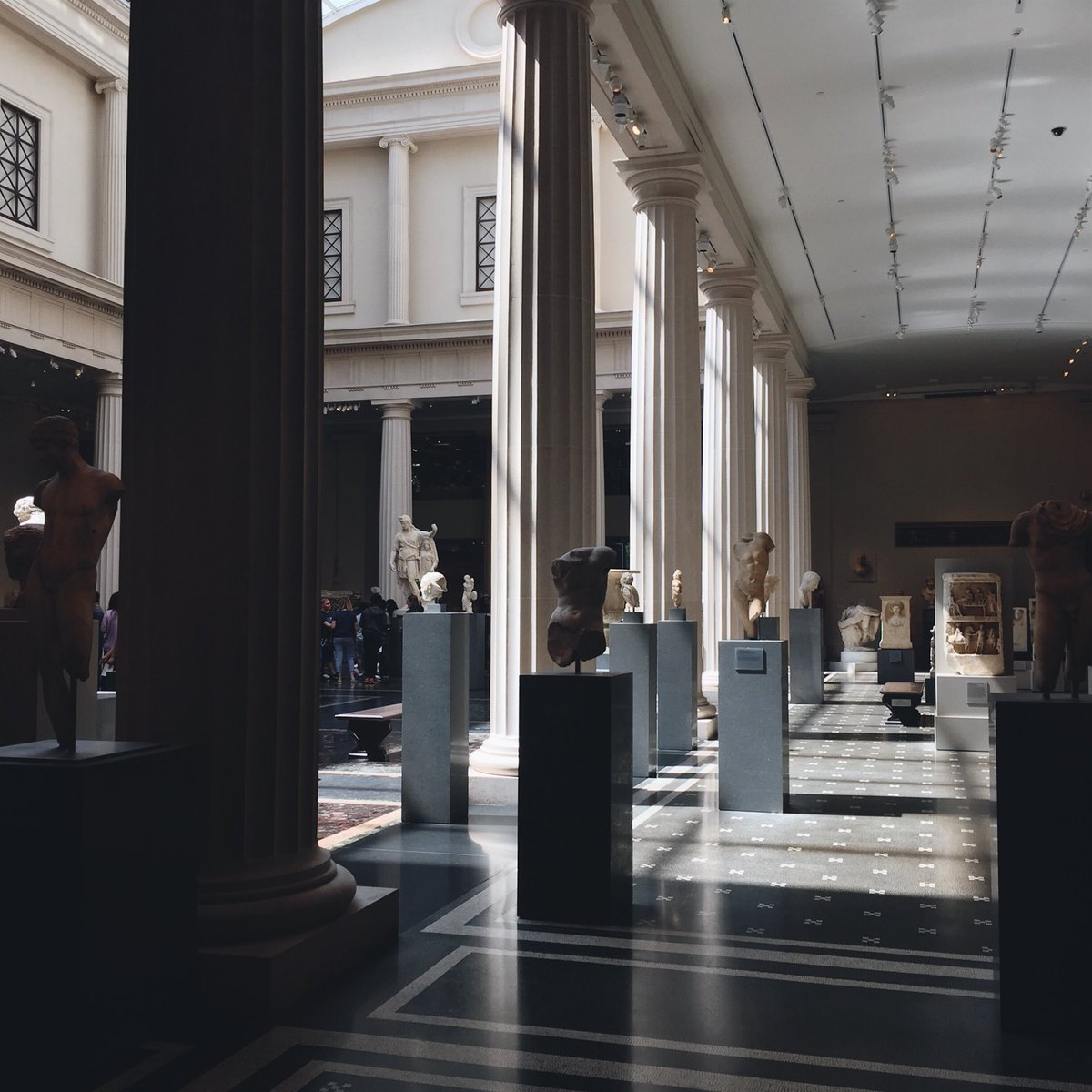 My happy place is the @metmuseum https://t.co/83Tjcuahlx