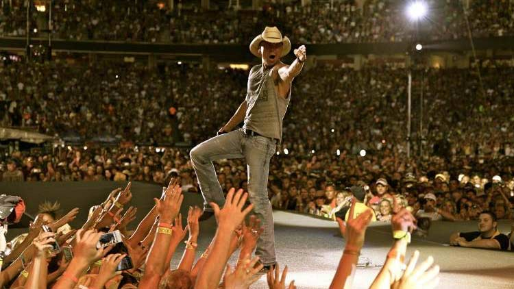 We have two tickets to @kennychesney up for grabs!  RT to enter to win two tix to Thursday's concert. #LoveIndy https://t.co/MFiX4UEYW8
