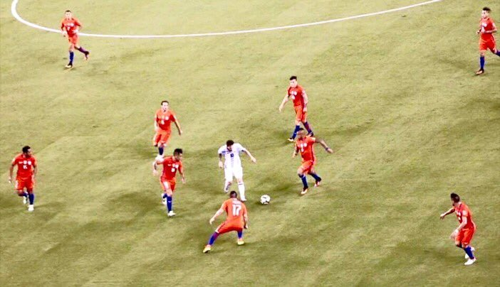 Previously tweeted photo: That was EVERY Chilean field player vs Messi (Díaz already sent off). APB for photographer https://t.co/4kgATJV2wn