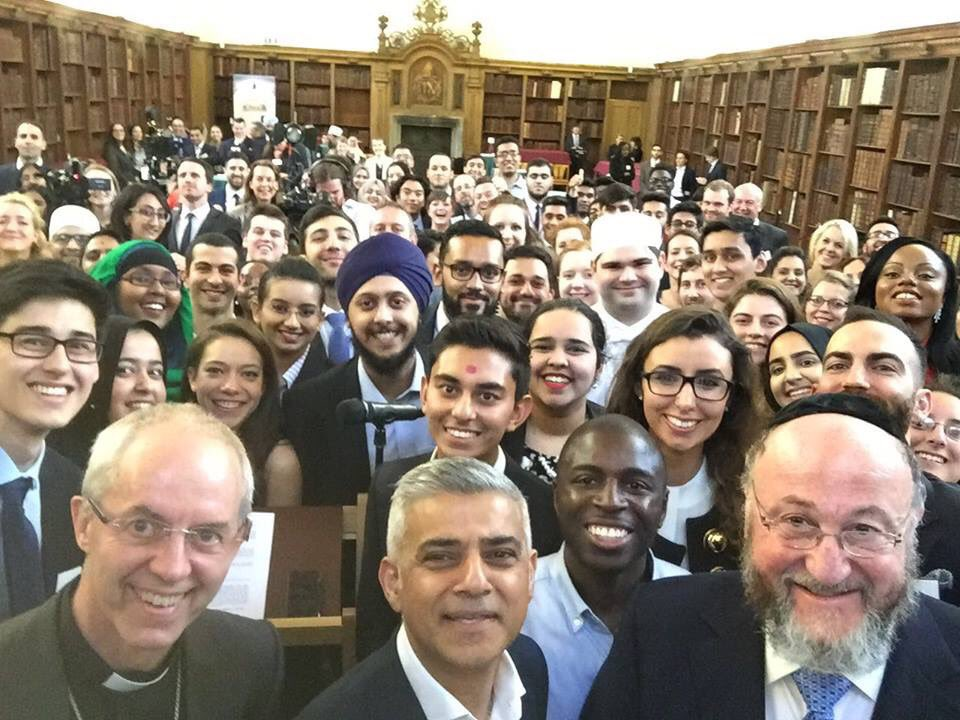 London Mayor Sadiq Khan breaks Eid fast with the Archbishop and the Chief Rabbi. I love this picture so much. https://t.co/pov3J2JZvi