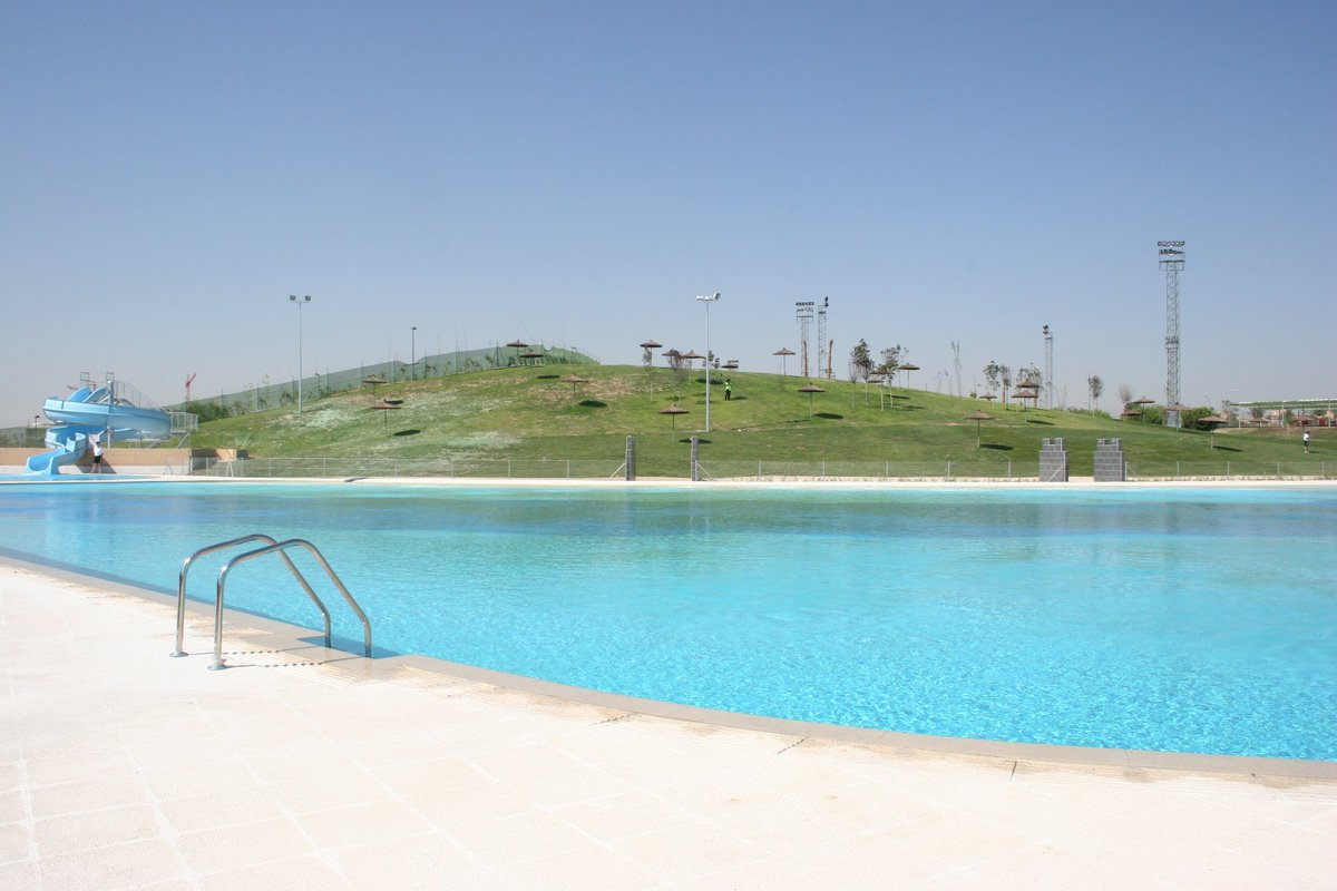 La playa de 10 a 21 h una piscina de agua salada sin for Piscina playa de madrid