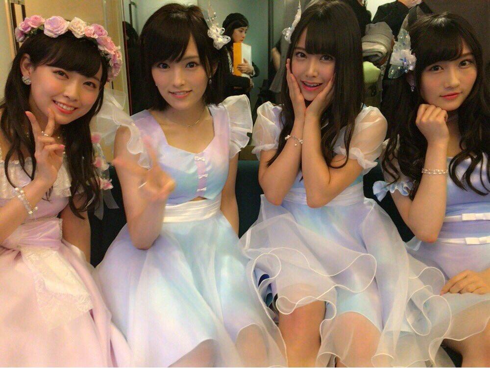 NMB4815thシングル「僕はいない」の衣装。左から渡辺美優紀、山元彩、白間美瑠、矢倉楓子。