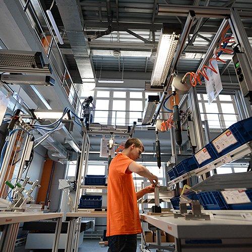 Clase Obrera E Industrializacion 2003