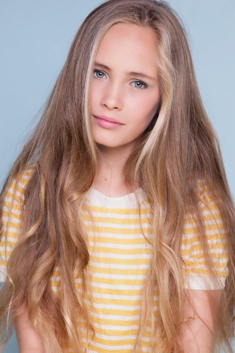 dutch-teen-model-black