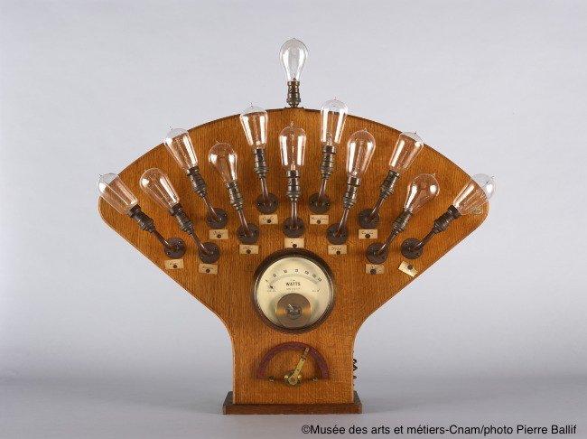 """RDV le 28/08 à 14h30 pour la visite-atelier 7-9 ans """"De la pile à l'ampoule""""💡→ https://t.co/AZRLtlNnun"""