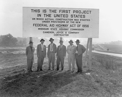 #TTH 1956: The Interstate Era is set in motion as Eisenhower signs new bill. Happy 60th! #NHSat60 https://t.co/XNK4ESIQjx
