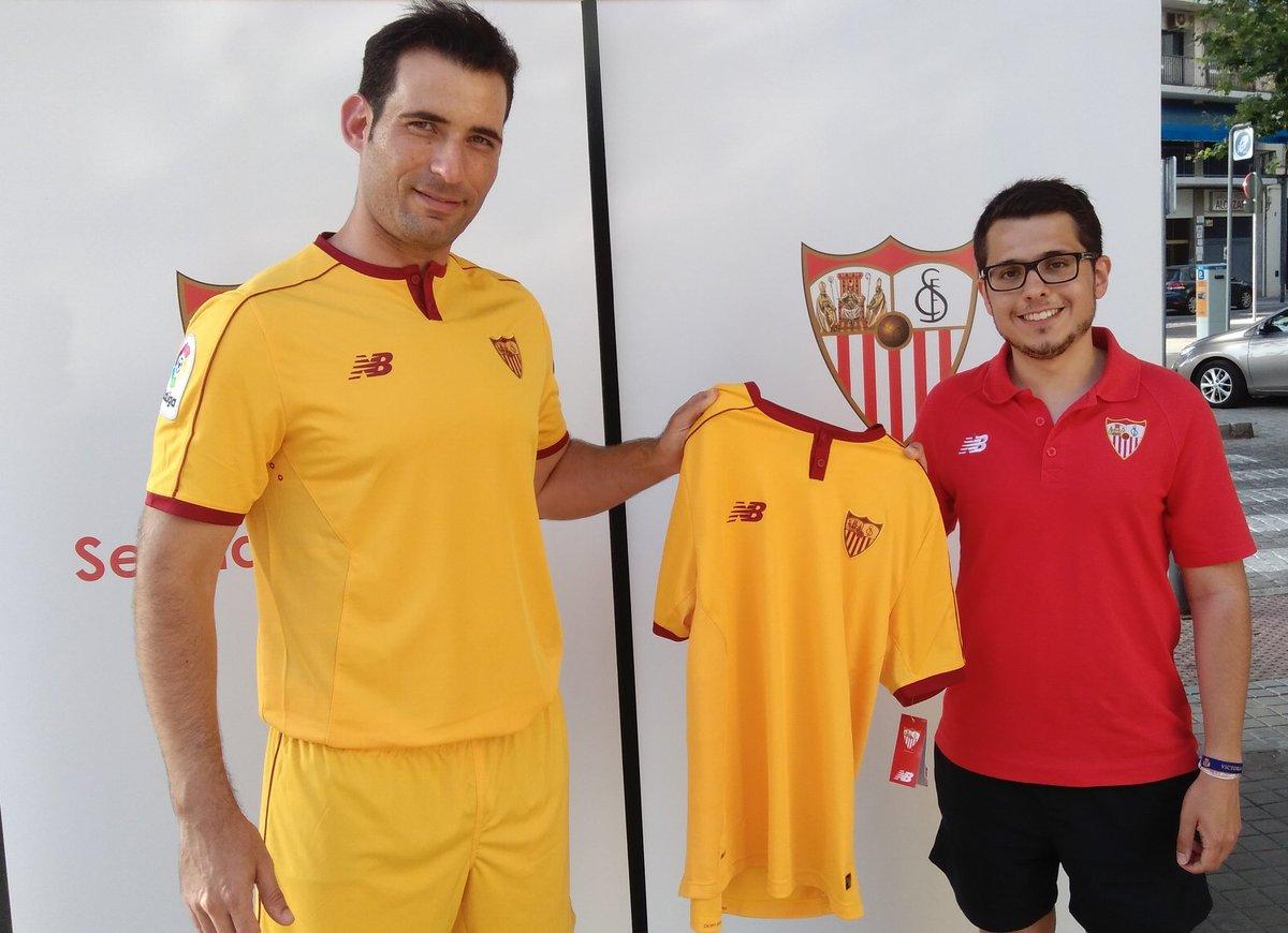 El Sevilla Organiza Una Gymkama Para Presentar Su Tercera Equipación La Jugada Financiera