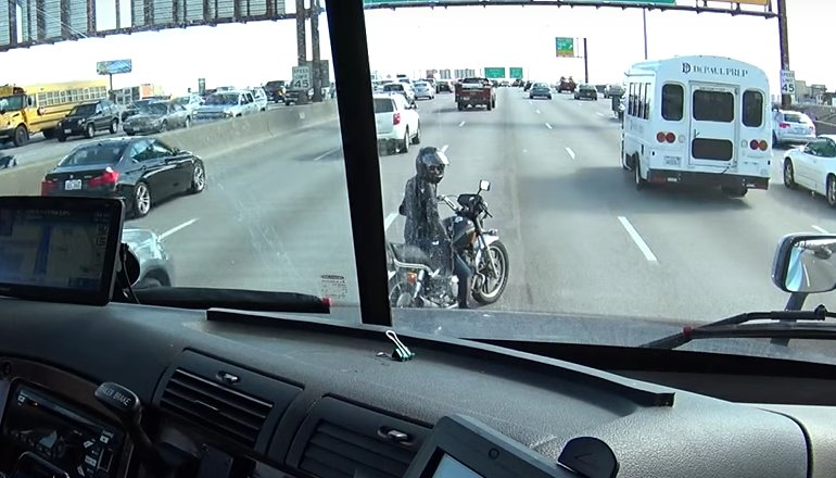 Watch this trucker use his rig to keep a motorcyclist safe. https://t.co/r06xJcrICN https://t.co/47gaxpMGwx
