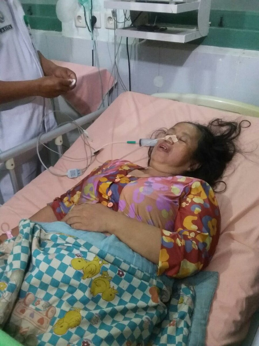 Pa @jokowi sy mohon doanya u/kesembuhan ibu sy, beliau sgt mengidolakan bp, siang ketika msh sadar smpt obrolin bp https://t.co/vCDjDqBUaJ