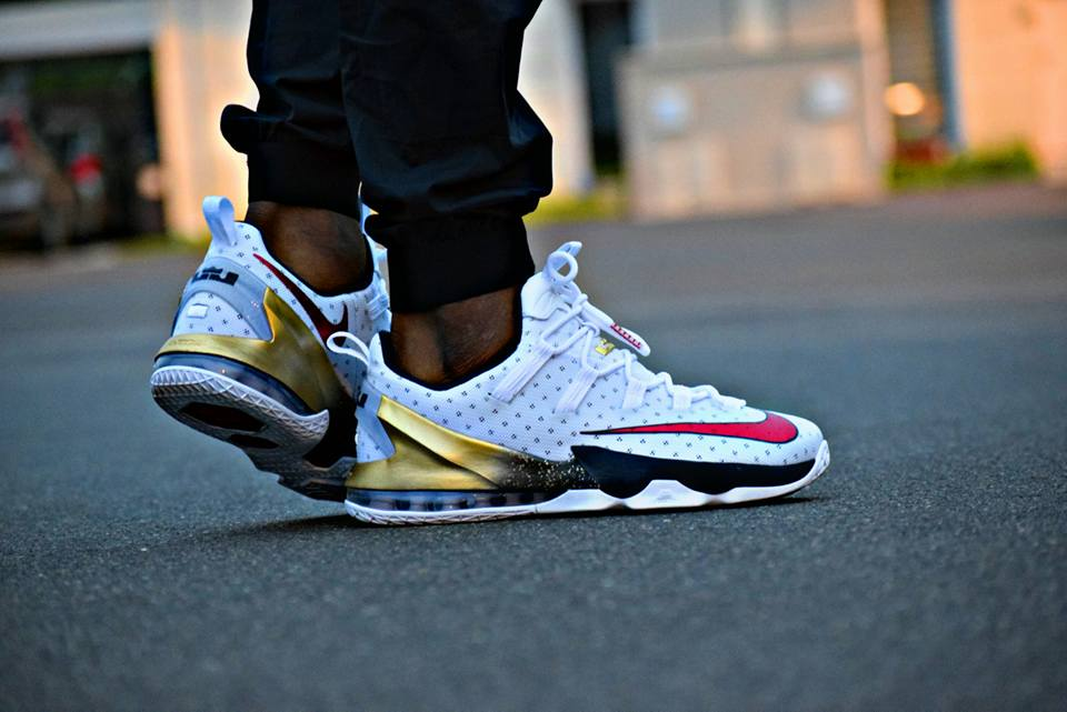 """0a8ee523111 Wait a tick… RT  ModernNotoriety  Lebron 13 Low """"USA"""" on Footpic.twitter .com mFiewuO1QK"""