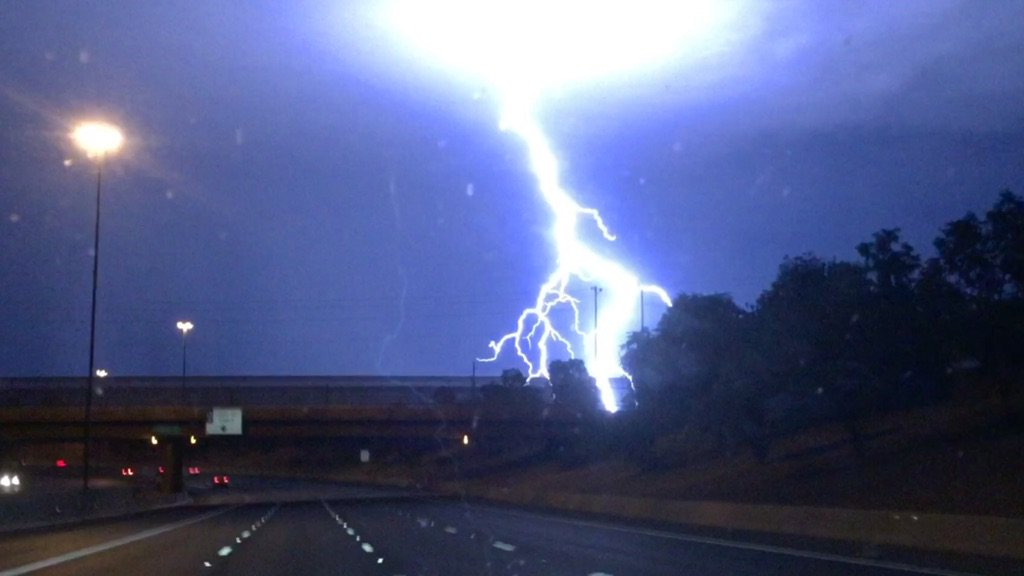 I think Thor just landed in #arizona WOW - just took this picture. Crazy close!!! #lightning @abc15 #monsoon #storm https://t.co/cLFCbPexH0
