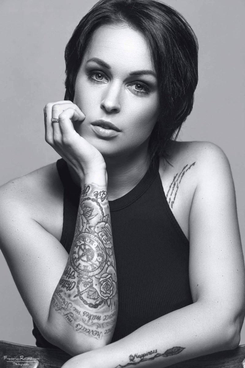 Jenny Mode On Twitter Mode Modele French Toulouse Blackandwhite Brunette Expression