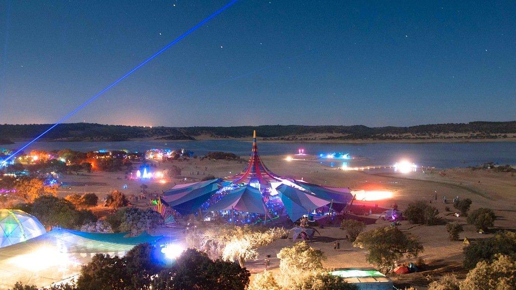 Portogallo: Tempio della cultura alternativa, il Boom Festival si prepara ad accogliere migliaia di giovani nel paradiso naturale del Naturtejo