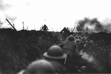 #SOMME À 7h30, le 1er juillet 1916, les soldats britanniques sortent des tranchées dans la Somme. https://t.co/k4kZfvU7rV