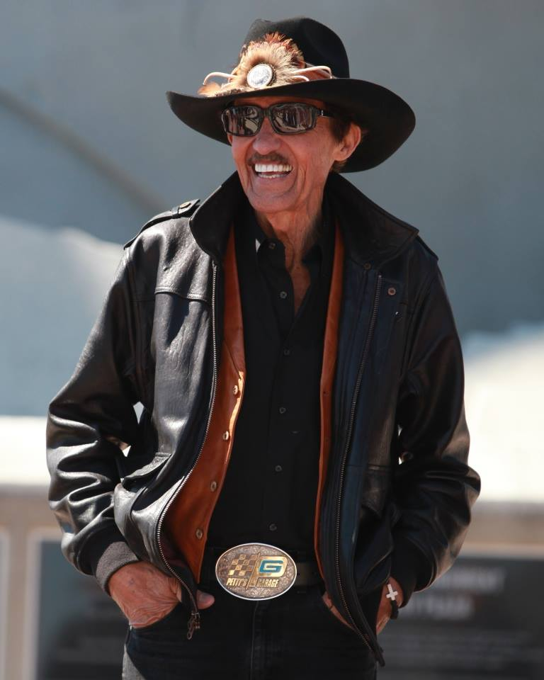 Happy #SocialMediaDay, tweeps! If this gets 100 RTs, we will give one lucky winner a #RichardPetty autograph! https://t.co/r0dc24rdGL