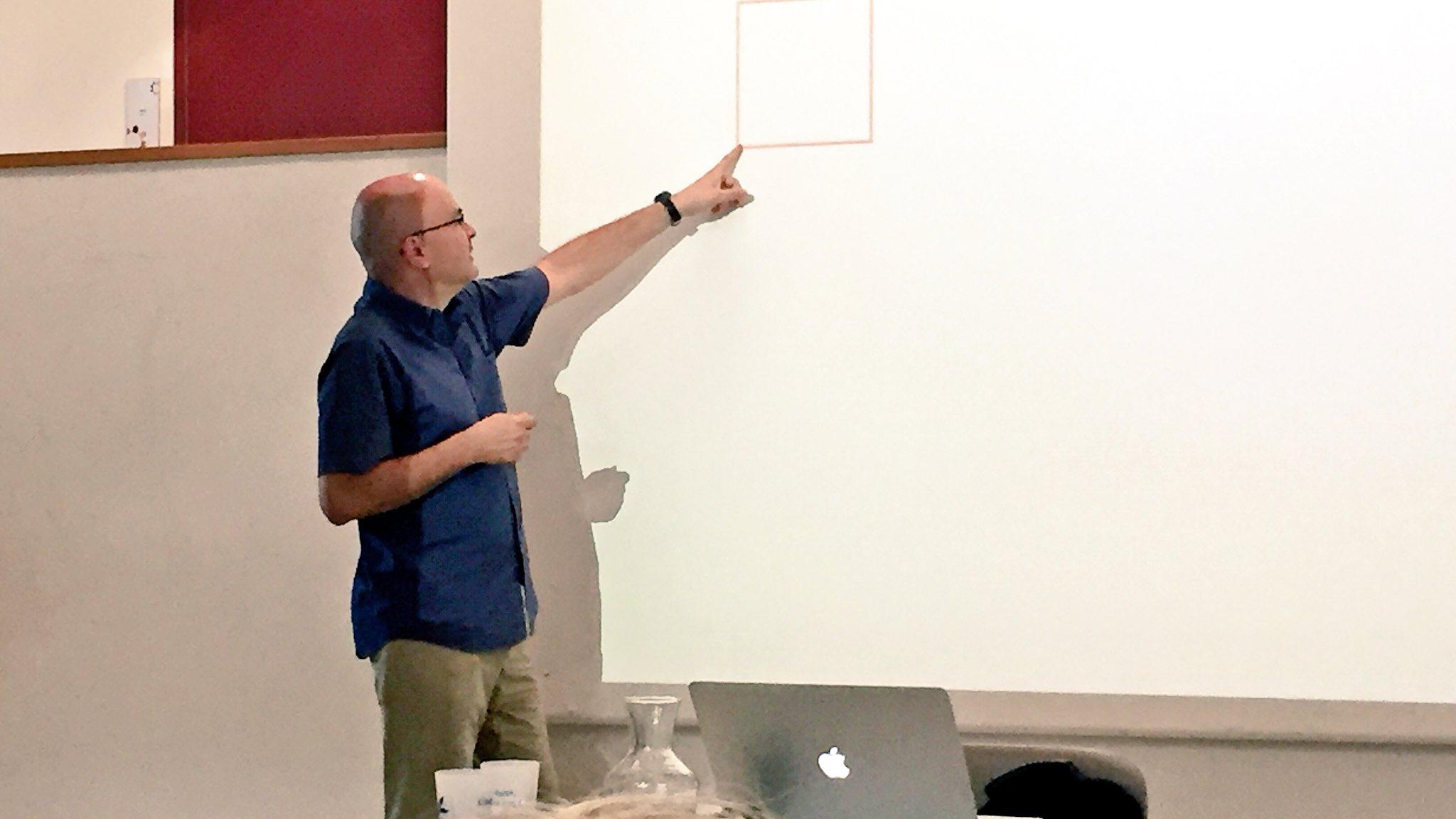 .@pascal_guitton nous explique à partir d'un carrée rouge ce qu'est la modélisation informatique #scienceDD https://t.co/6li4IZPz17