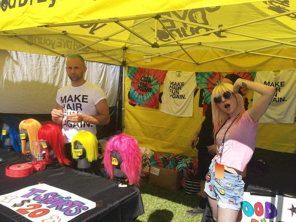 .@yelyahwilliams made a surprise appearance at her @goodDYEyoung tent at @VansWarpedTour in Nashville yesterday! https://t.co/qwKGVkYgDC