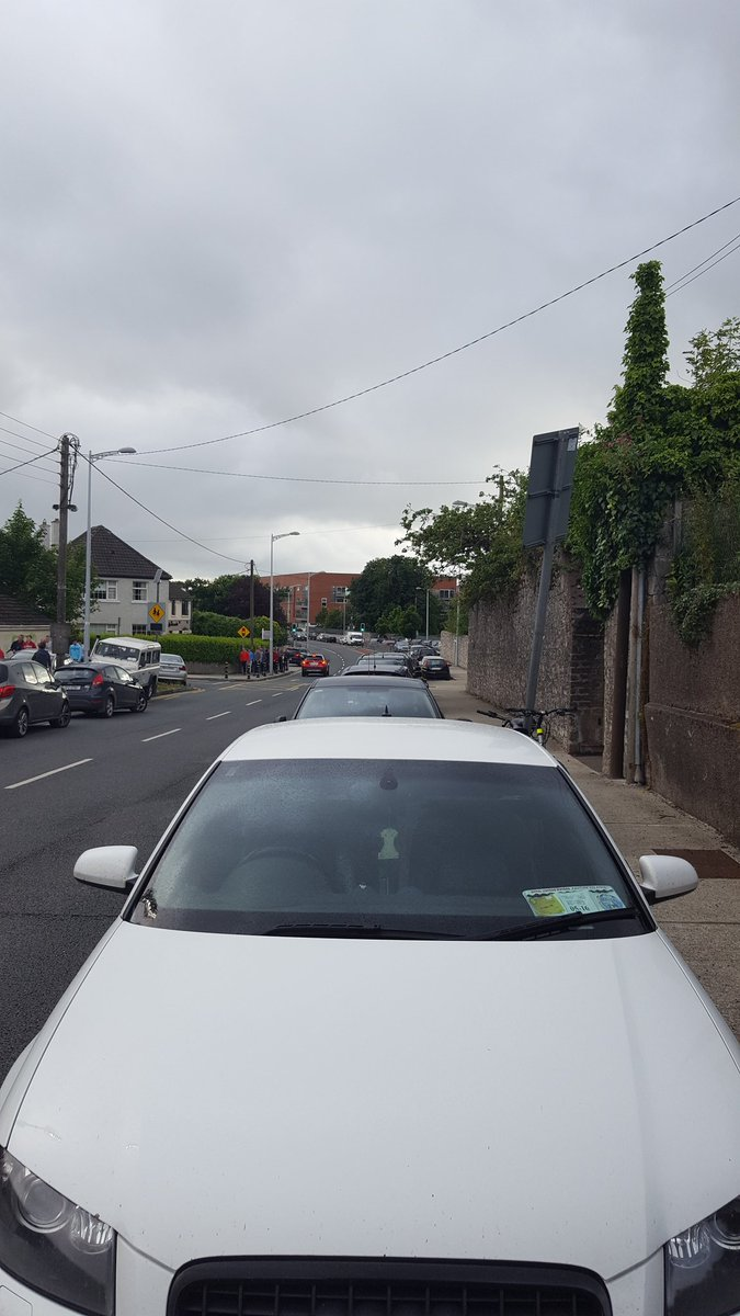 This is a cycle lane and @GardaTraffic are invisible. #freethecyclelanes https://t.co/BxfTx5bICM