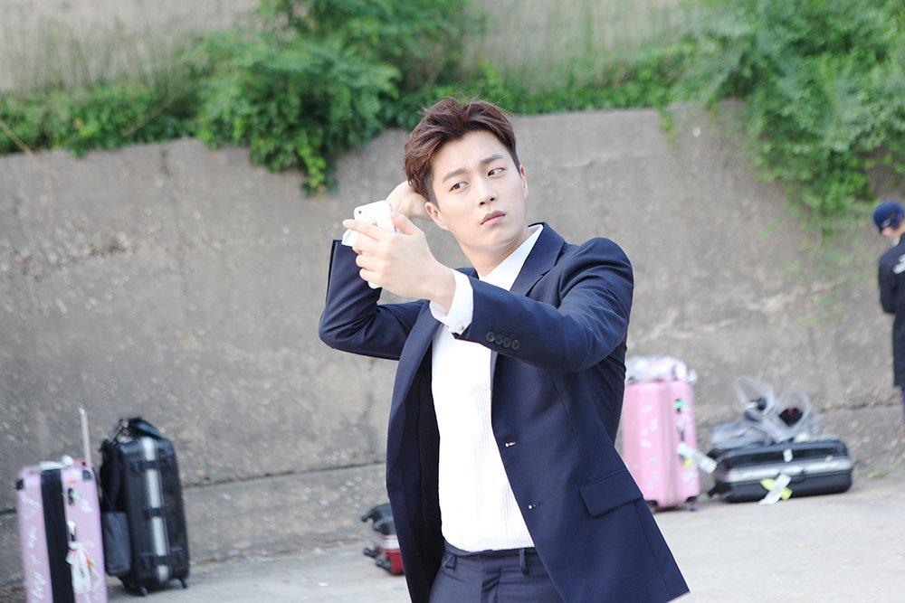 [스타캐스트] 비스트 정규3집 'HIGHLIGHT' 자켓 촬영현장 공개! #윤두준 #이기광 https://t.co/ZAEw7aroWH