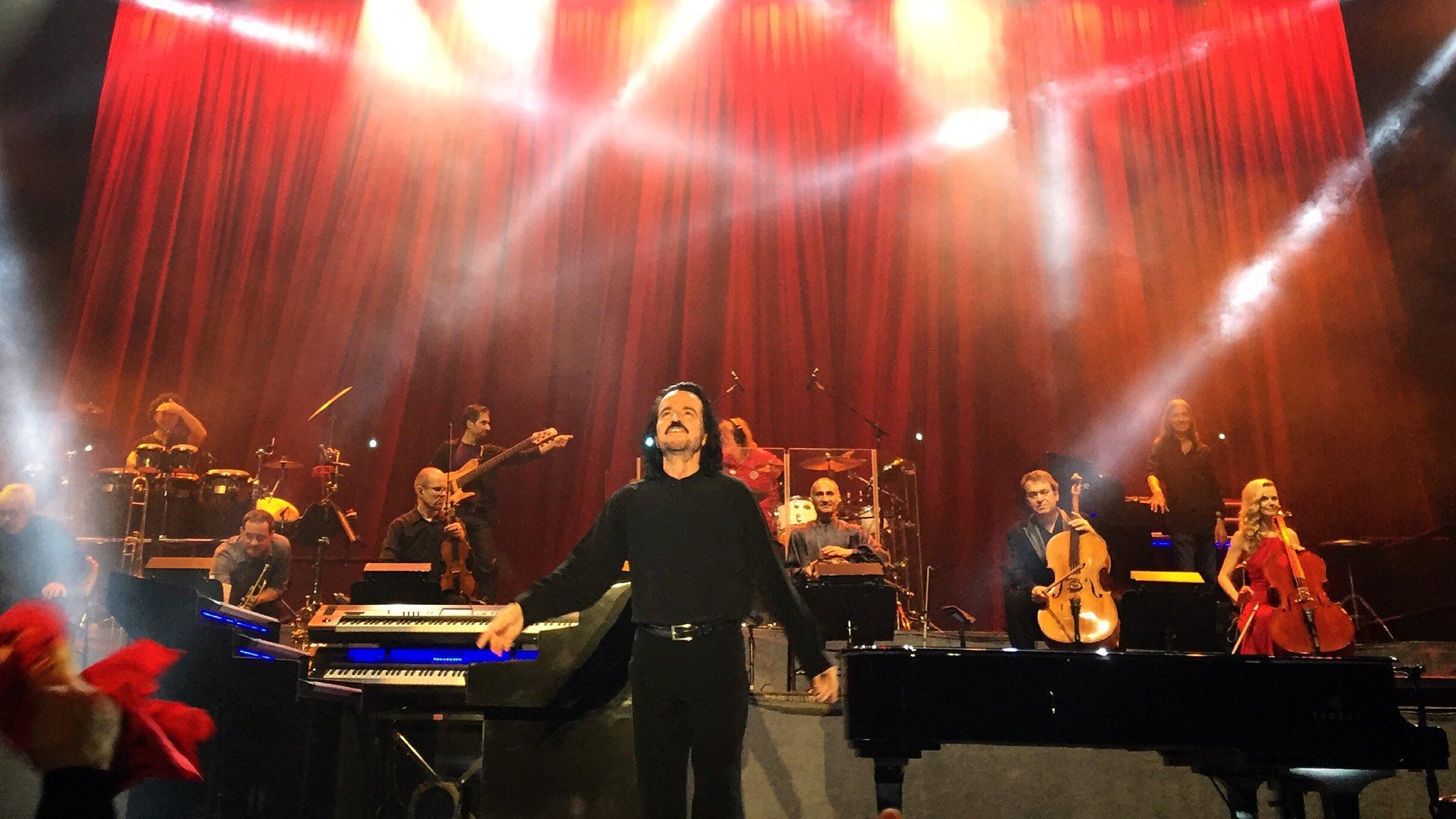 Estuve a 2m de @Yanni. ¡La mejor banda que he escuchado en vivo! #Yanni #YanniCR https://t.co/JQ134w0iwR