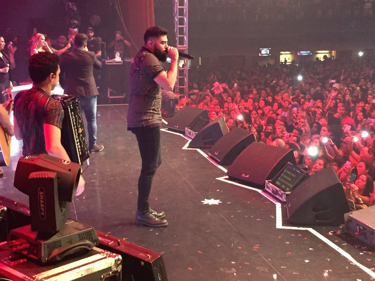 Henrique e Juliano no BarraMusic Shows tá top das galáxias!!! https://t.co/qR13xEV8KQ