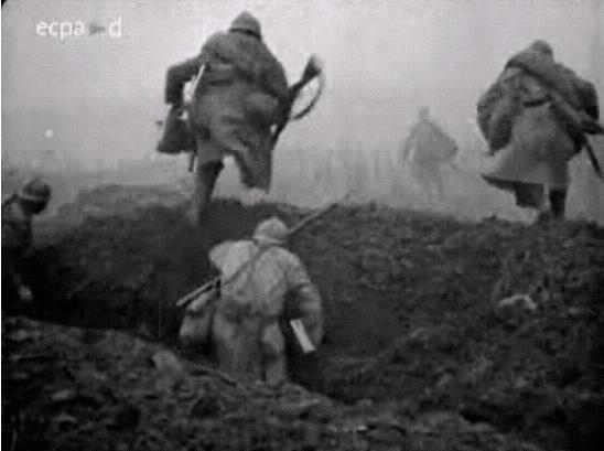 7h30 : au nord de la Somme, le 20e CA français attaque sur toute la ligne en liaison avec les Britanniques #LTSomme https://t.co/URlwg7DiWZ