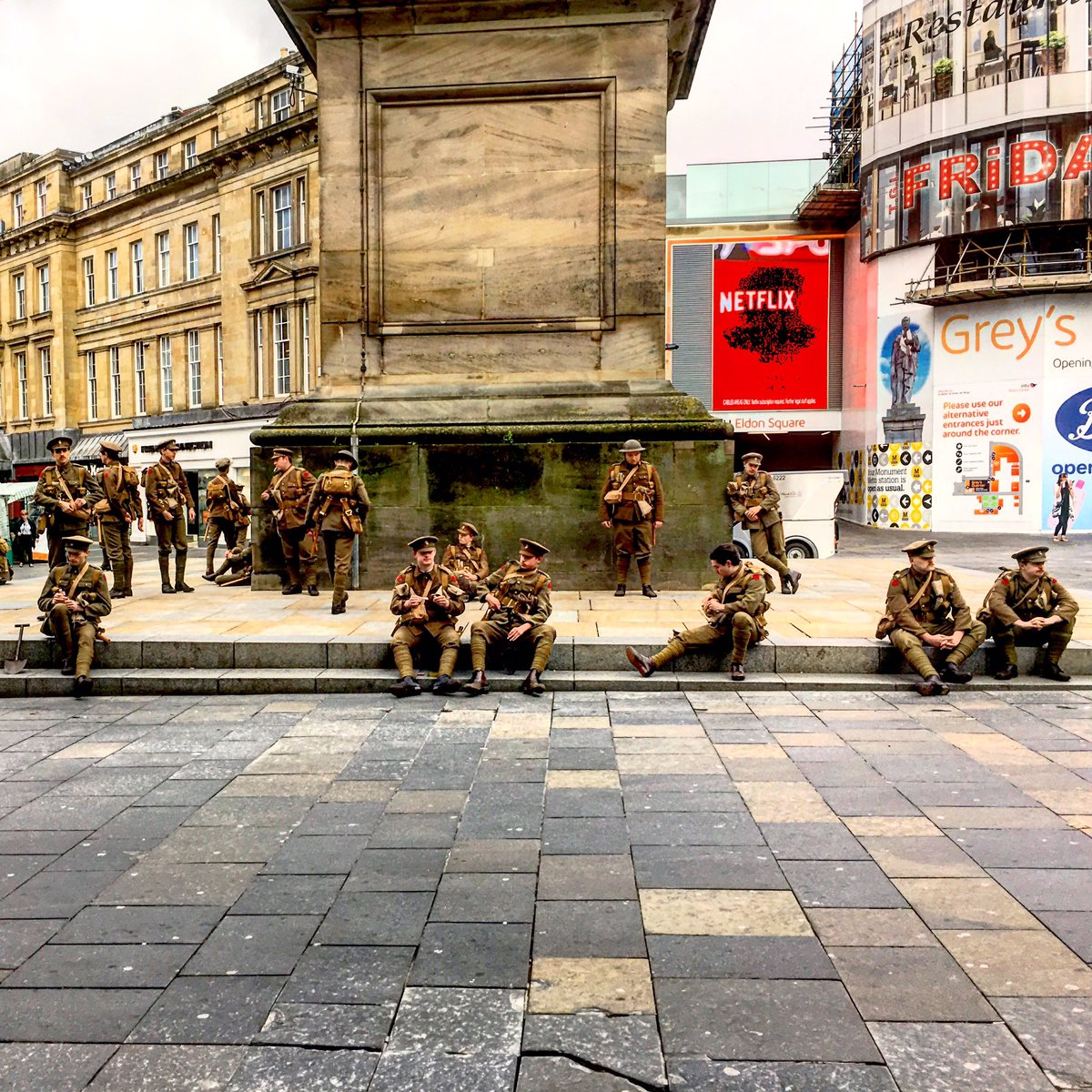 Incredible scenes at Monument this morning, right now this is happening  #wearehere #newcastle #nefollowers https://t.co/0TGfbVHgrz
