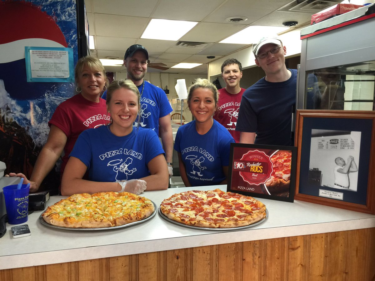 Pizza Land voted #RochesterROCS BEST PIZZA 2016! We're live in Calendonia! #News10NBCToday https://t.co/3tZHYySFY2