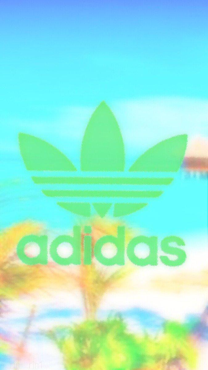 砂浜アディダス