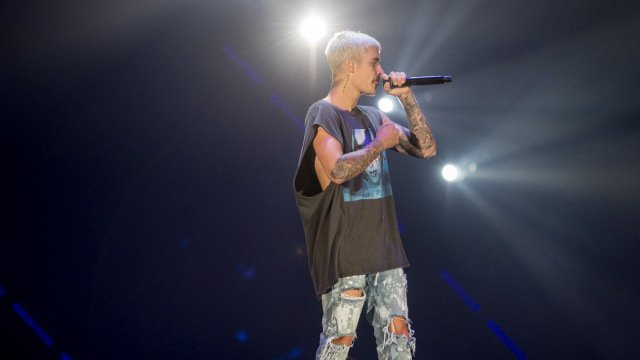 """.@justinbieber tells @AmwayCenter audience: """"They can't take down Orlando"""" https://t.co/jdDyTm0FlC #OrlandoStrong https://t.co/98Ddj6R8Ch"""