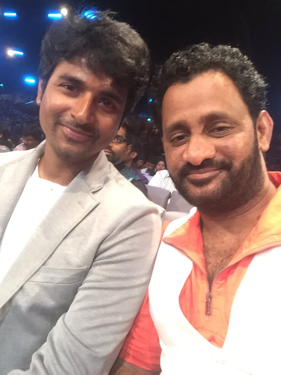 The ever loving @Siva_Kartikeyan and @KeerthyOfficial at #SIIMA2016 https://t.co/8M4zE6UNAR